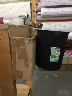 透明両面テープでゴミ箱を付けてみました