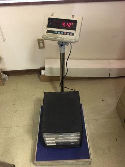 収納ボックスの重さを量る